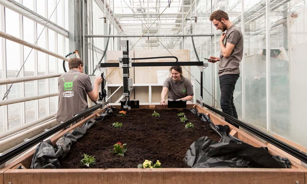 Studenten van de opleiding Tuinbouw & Akkerbouw aan hogeschool Van Hall Larenstein hebben sinds kort de beschikking over een heuse Farmbot.